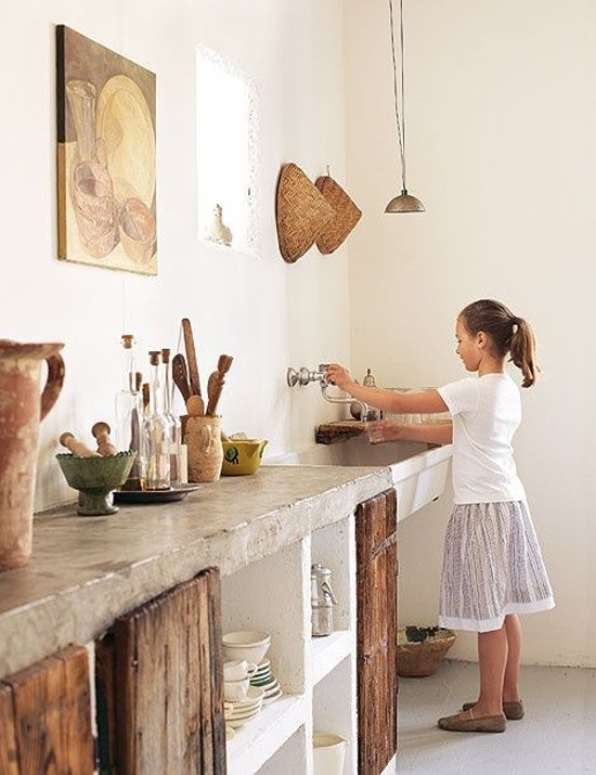 Piedra y madera para una cocina de estilo rústico