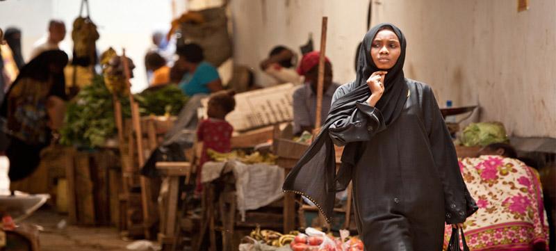 Mujer swahili en Lamu