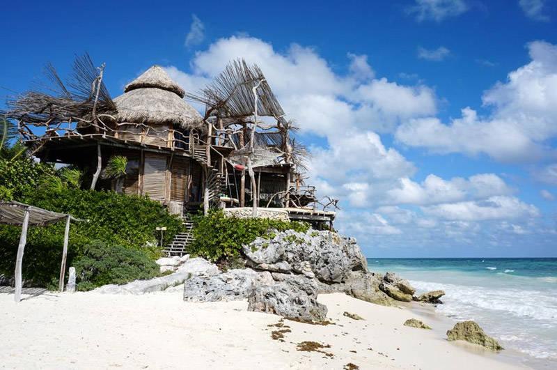 Pequeños hoteles y bungalows en la playa de Tulúm