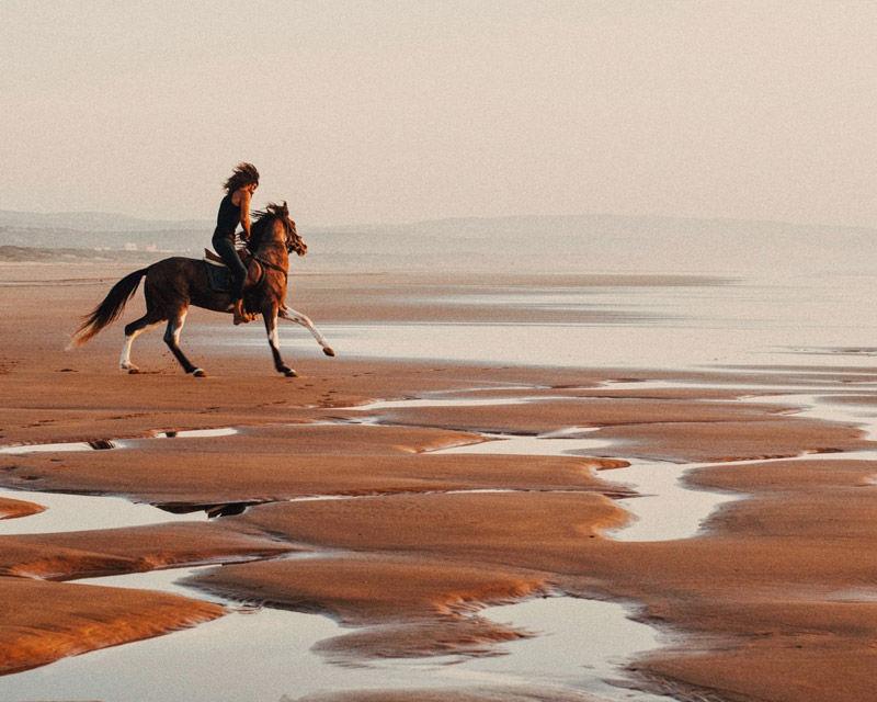 La salvaje belleza de la playa de Sidi Kaouki, a 20 minutos de la ciudad de Essaouira, en Marruecos