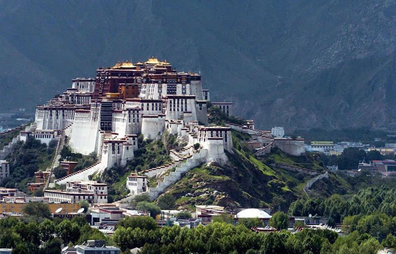 El palacio de Potala en lo alto de la montaña roja