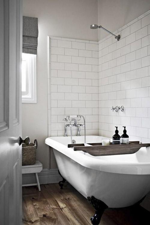 Bañera antigua con patas de hierro fundido