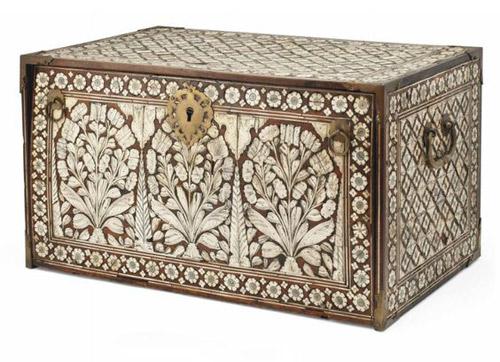 Caja antigua de madera y marfil de la India