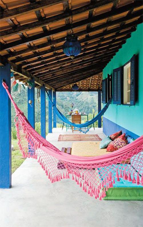 Hamacas colgantes en el estilo tropical