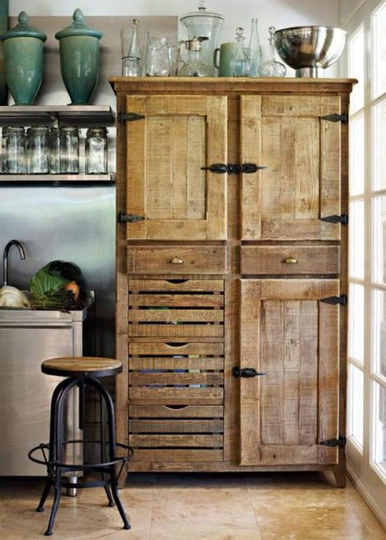 Mueble de madera en una cocina rústica