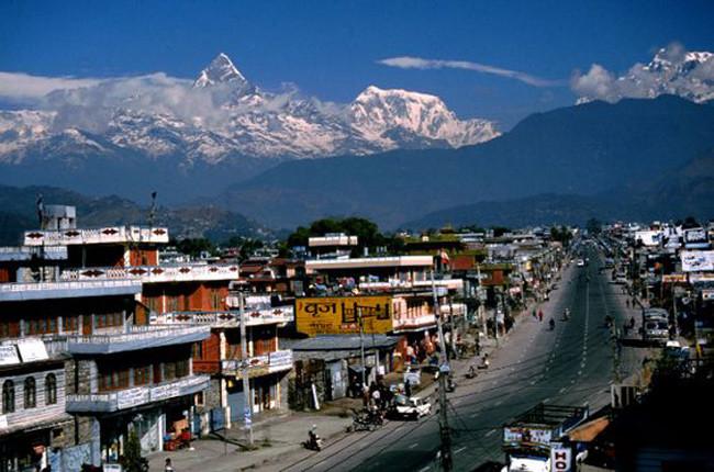 La ciudad de Pokhara a los pies del Annapurna