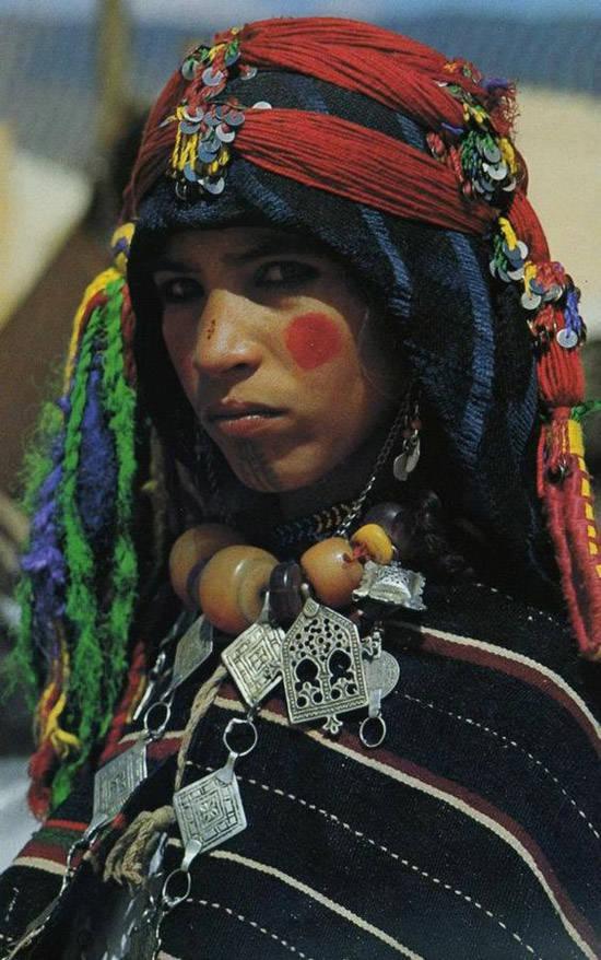Un amujer bereber en Ait Ben Haddou