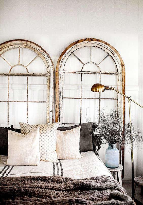 marcos de ventanas como cabeceros de cama