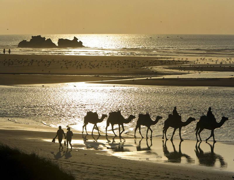 Puesta de sol en las magníficas playas de Essaouira