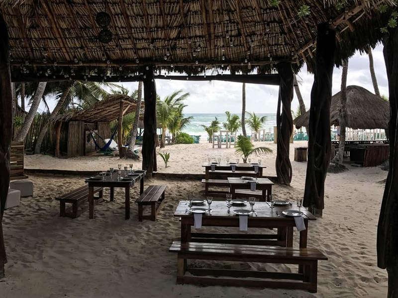 Restaurante en la playa de tulúm