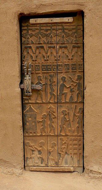 Puerta decorada dogón