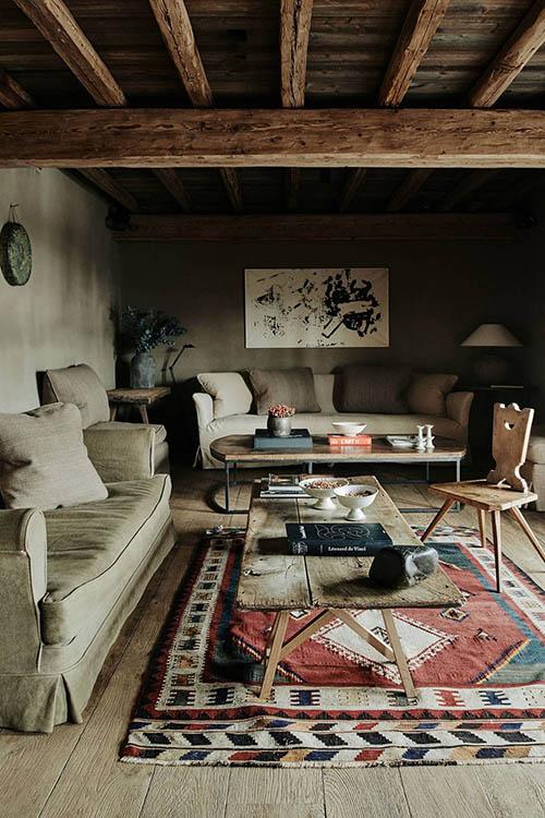 textiles para decora el salón de una casa de montaña