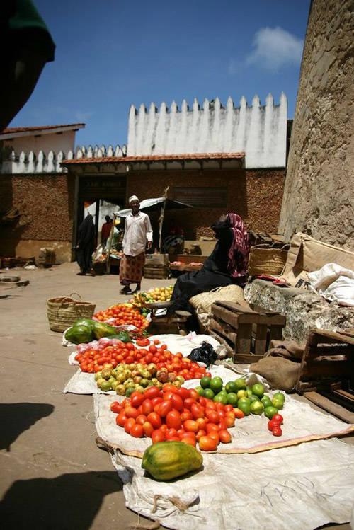 parada de frutas en la ciudad de Lamu