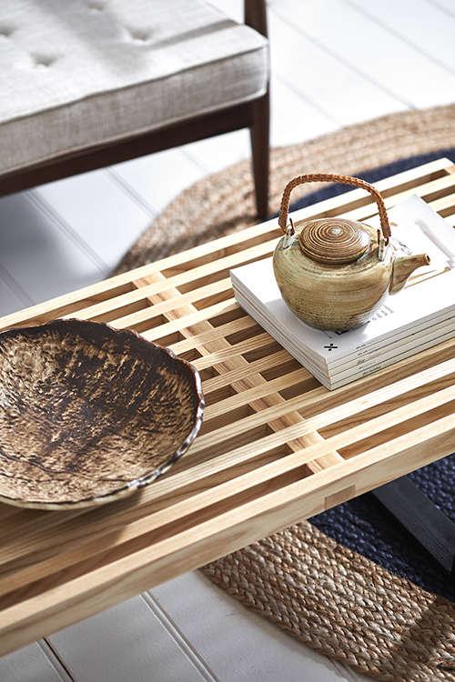 muebles de maderas claras en el japandi