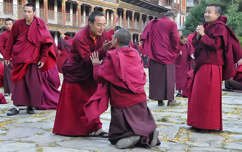 Monjes en el Reino de Bhután