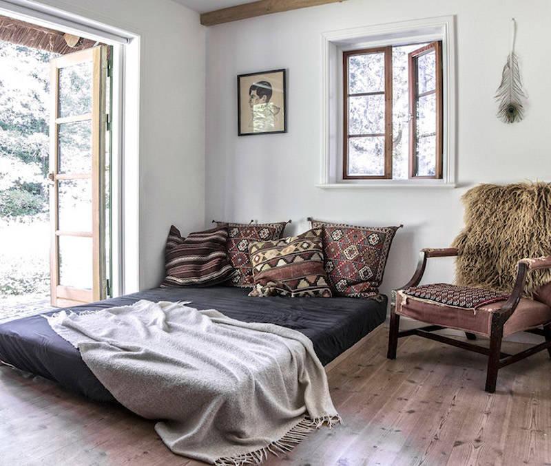 cómo decorar un dormitorio con cojines de estilo boho choc