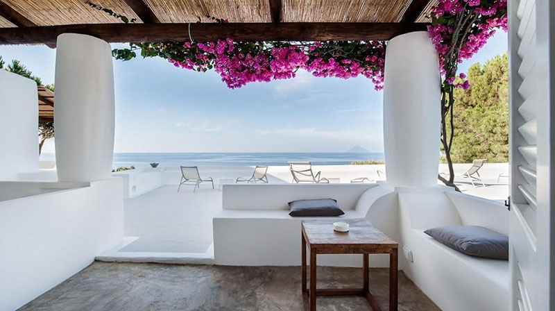 decoración mediterránea en un hotel en sicilia