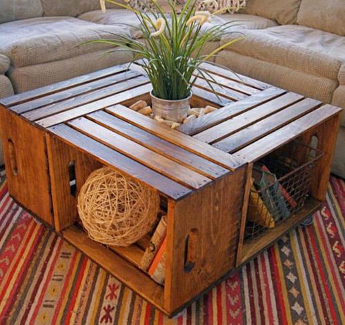 mesa hecha con varias cajas de madera
