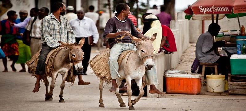 Swahilis en las calles de Lamu