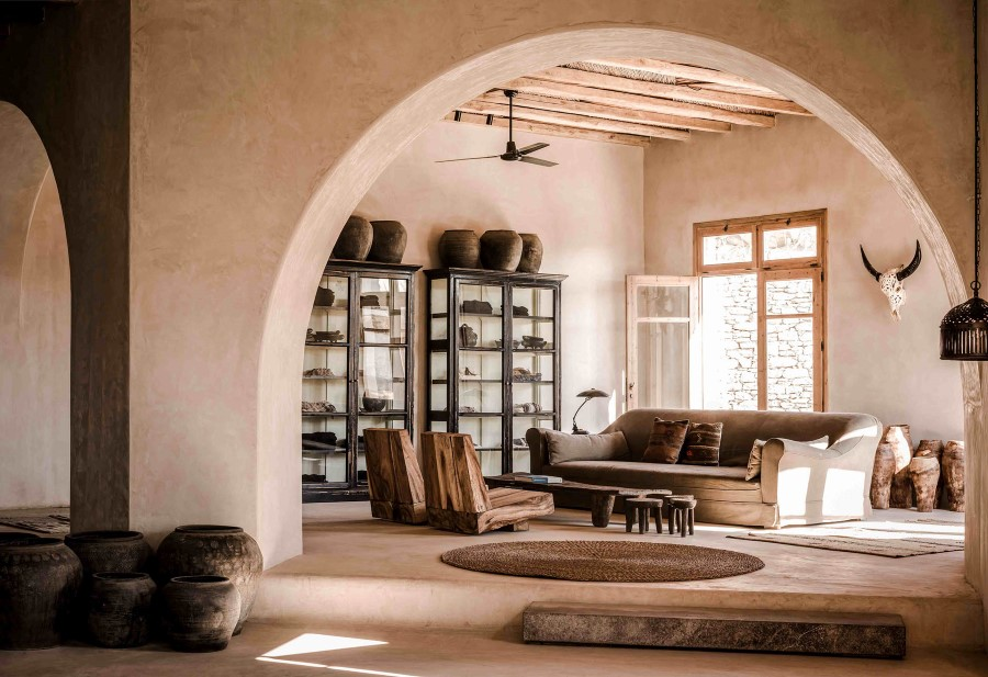 cómo decorar con taburetes de madera