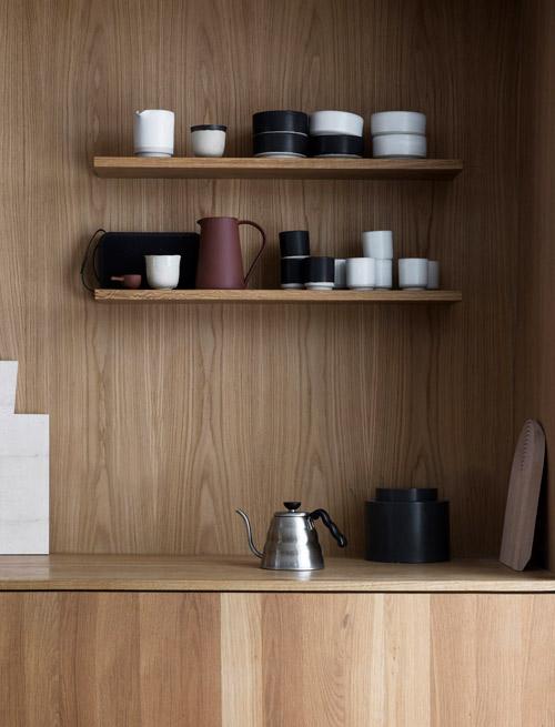 decoración de cocinas con estanterías a la vista
