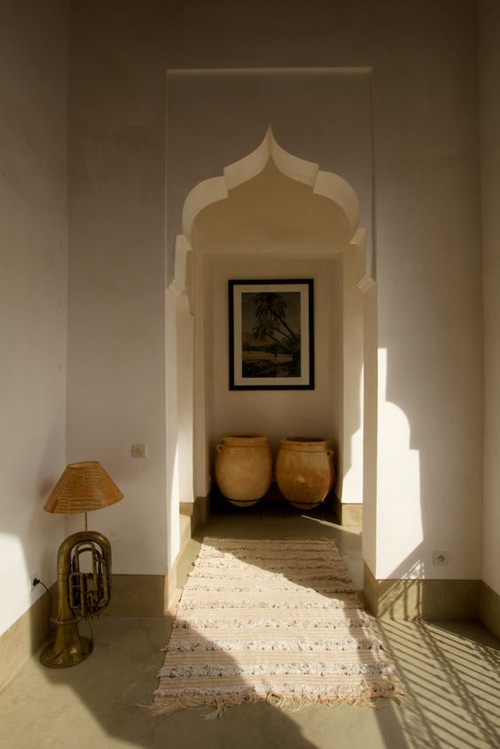Riad de Marracech decorado con una manta handira berebere