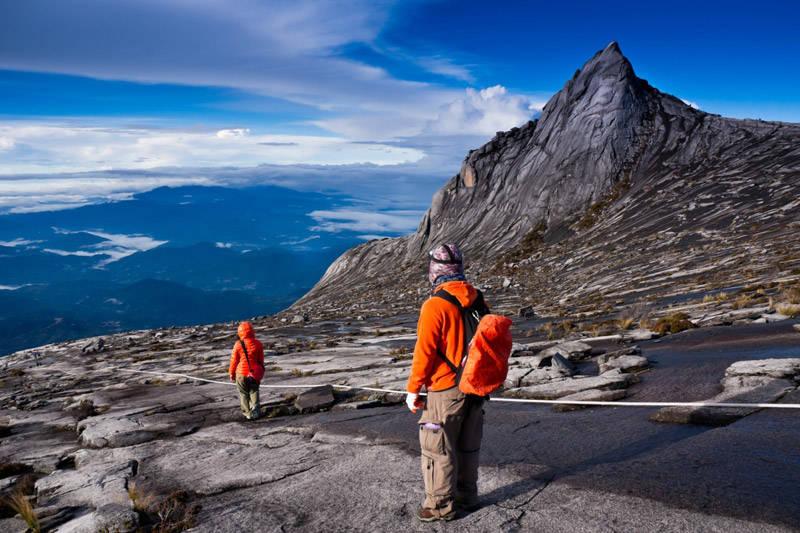 Montaña Kinabalu en la Isla de Borneo