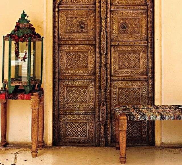 Puerta de madera de la India tallada a mano