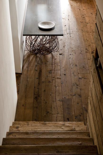 Suelo de madera en una casa rural
