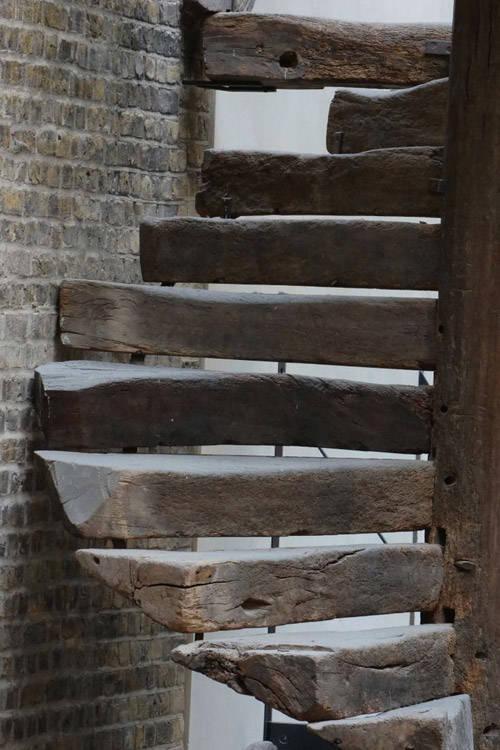 Escaleras de madera desgastada Wabi Sabi