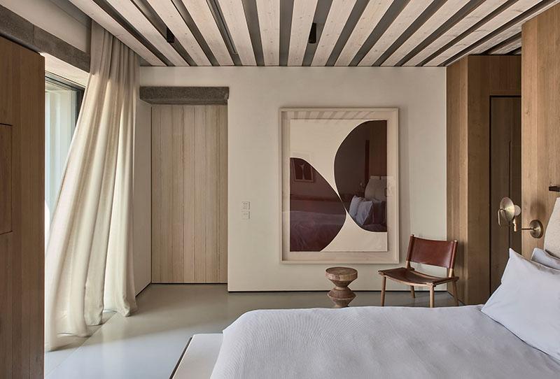 sillas decorativas en el dormitorio