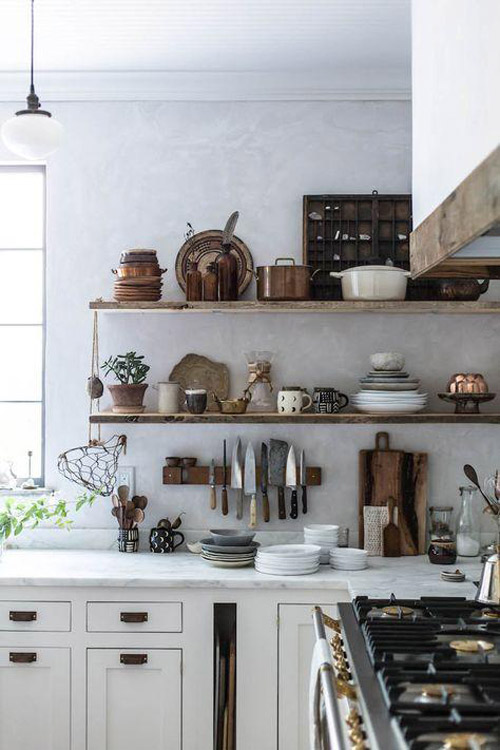 Ideas para decorar la cocina con estantes y estanterías abiertas