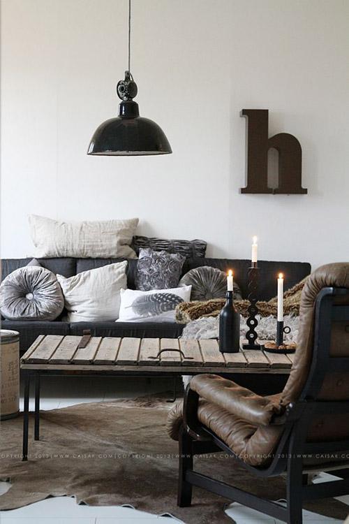 Muebles vintage de hierro y madera en el estilo industrial