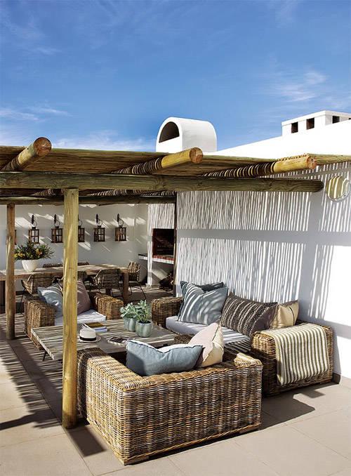 Terraza con muebles de rattán