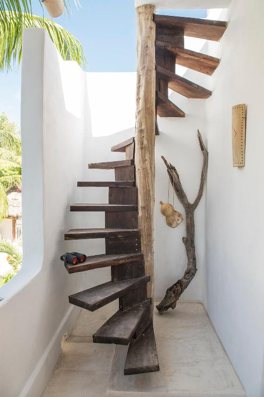 casa adobe escaleras
