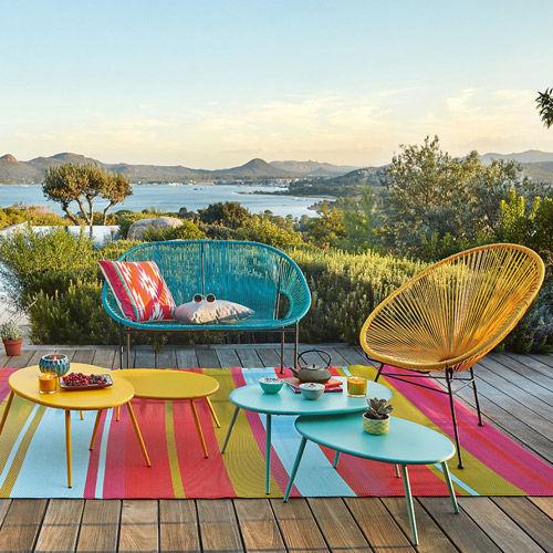 Decoración de terrazas y jardines con alfombras de colores