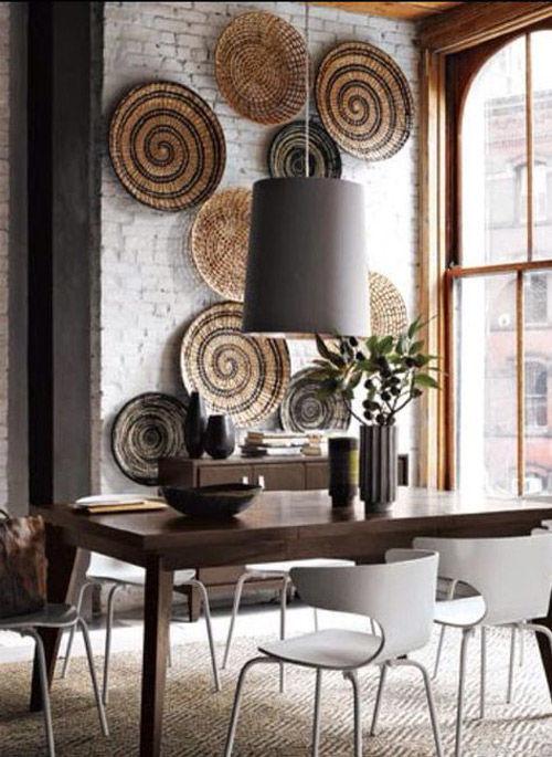interior decorado con cestas africanas