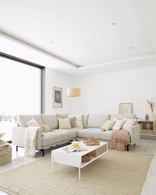 decoracion del salon con alfombra beige