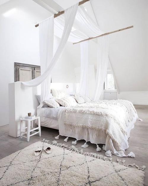 alfombra beni ouarain en un dormitorio
