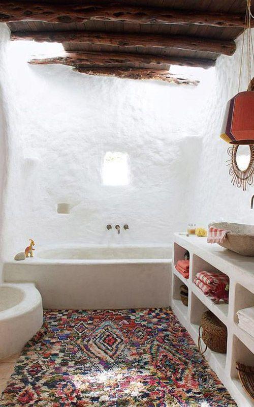 alfombra de colores en un lavabo