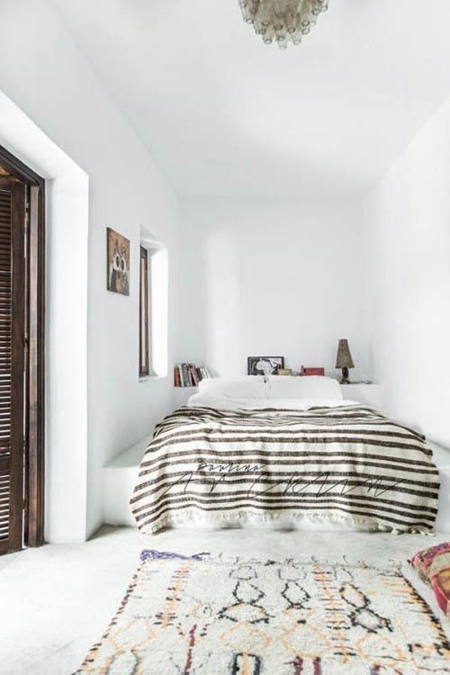 Decoración de estilo étnico con alfombras de marruecos