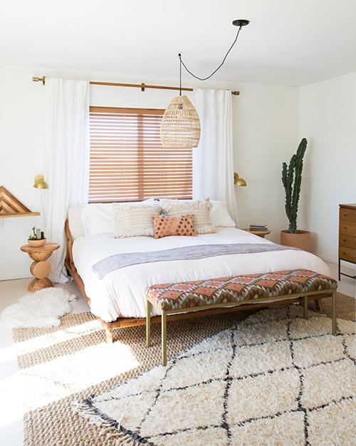 Cómo decorar un dormitorio con una alfombra etnica