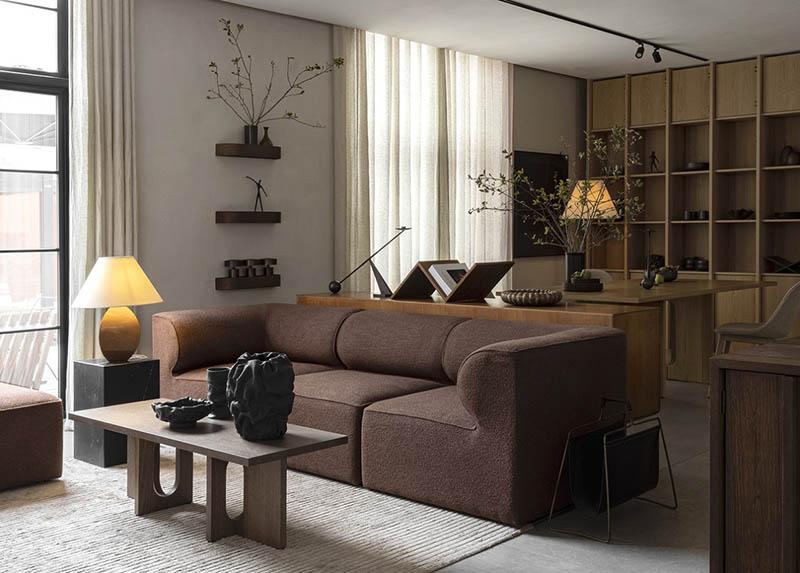 Qué color de alfombra combina con un sofá marrón