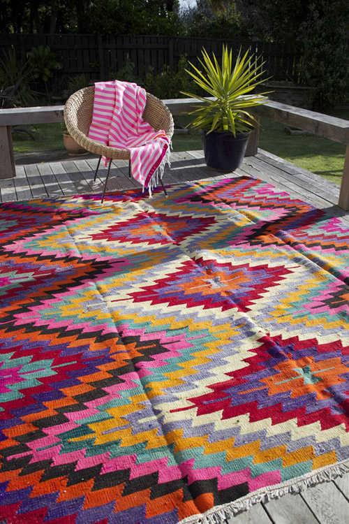 Brillantes colores en las alfombras kilims