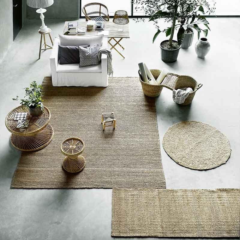 decoración del salón con alfombras de yute y sisal