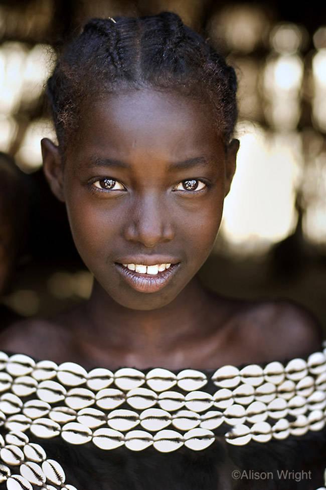 alison-wright niña tribu tsemery