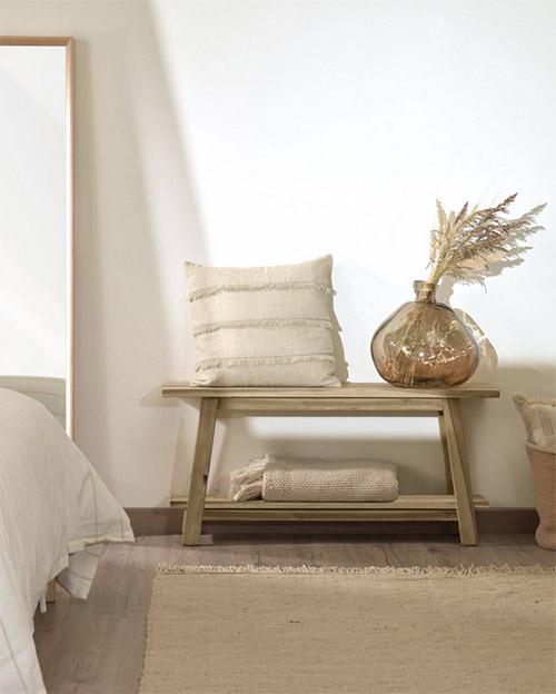 bancos de madera para decorar la habitación