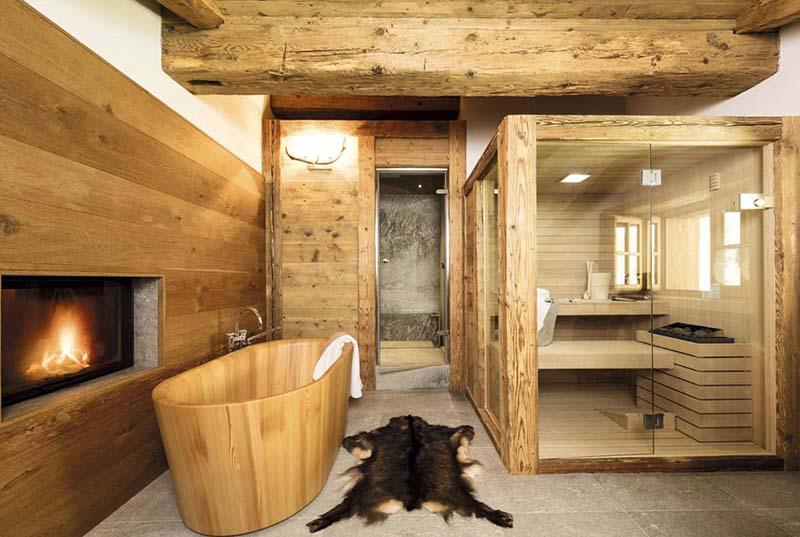 Baño de estilo rústico en un chalet de montaña