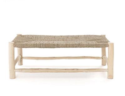 banco de madera y fibra natural