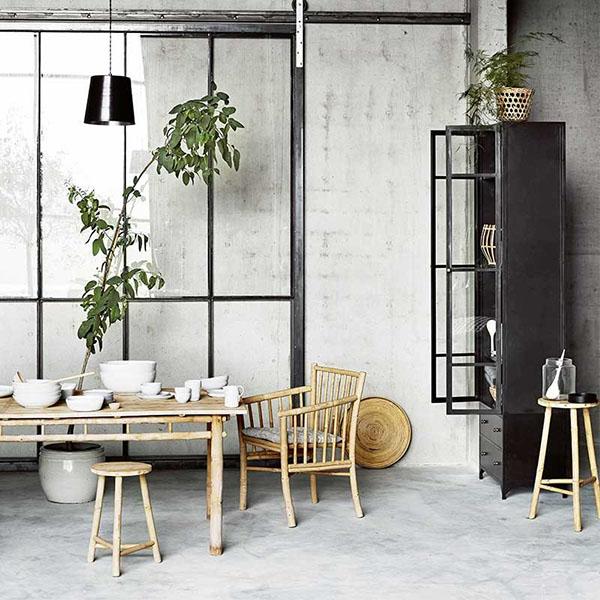 mesa y sillas de bambú